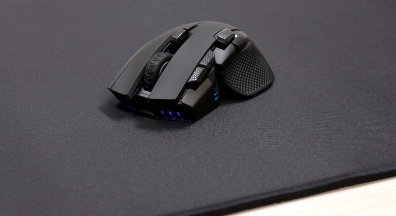 22_Corsar_Ironclaw_RGB_Wireless_gamermus_måtte_front.JPG