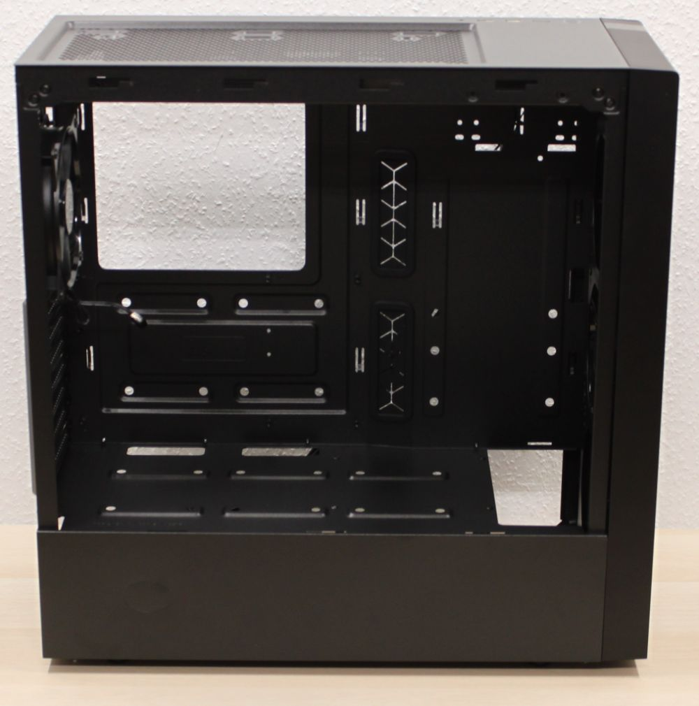 Cooler_Master_Masterbox_NR600_miditower internal view