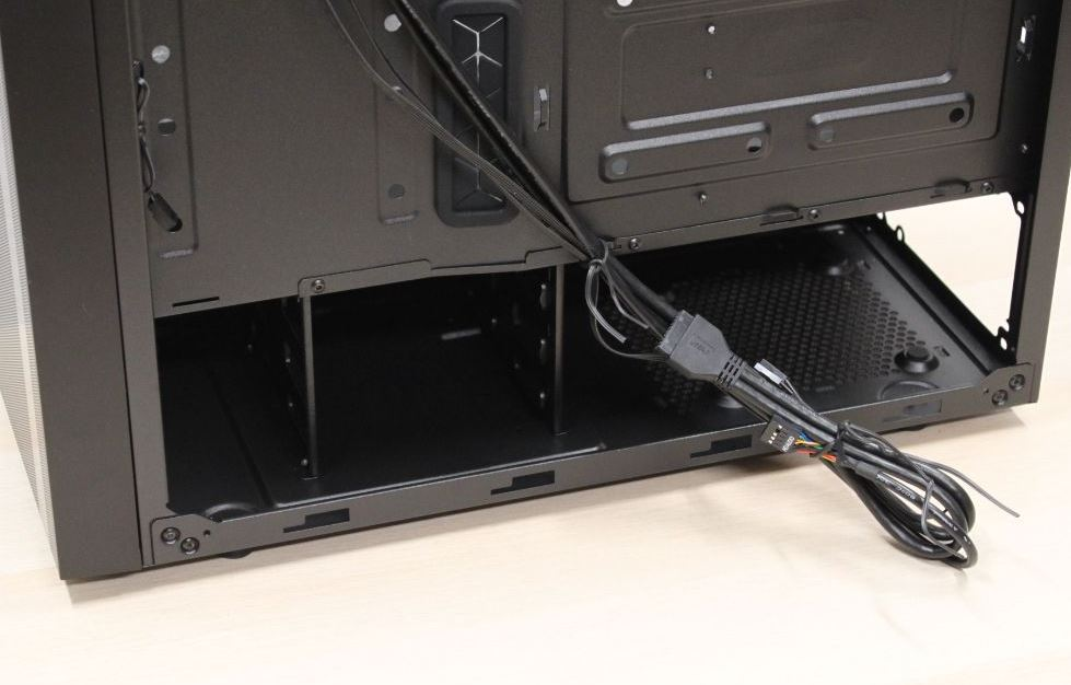 cooler master right side low nr600.JPG