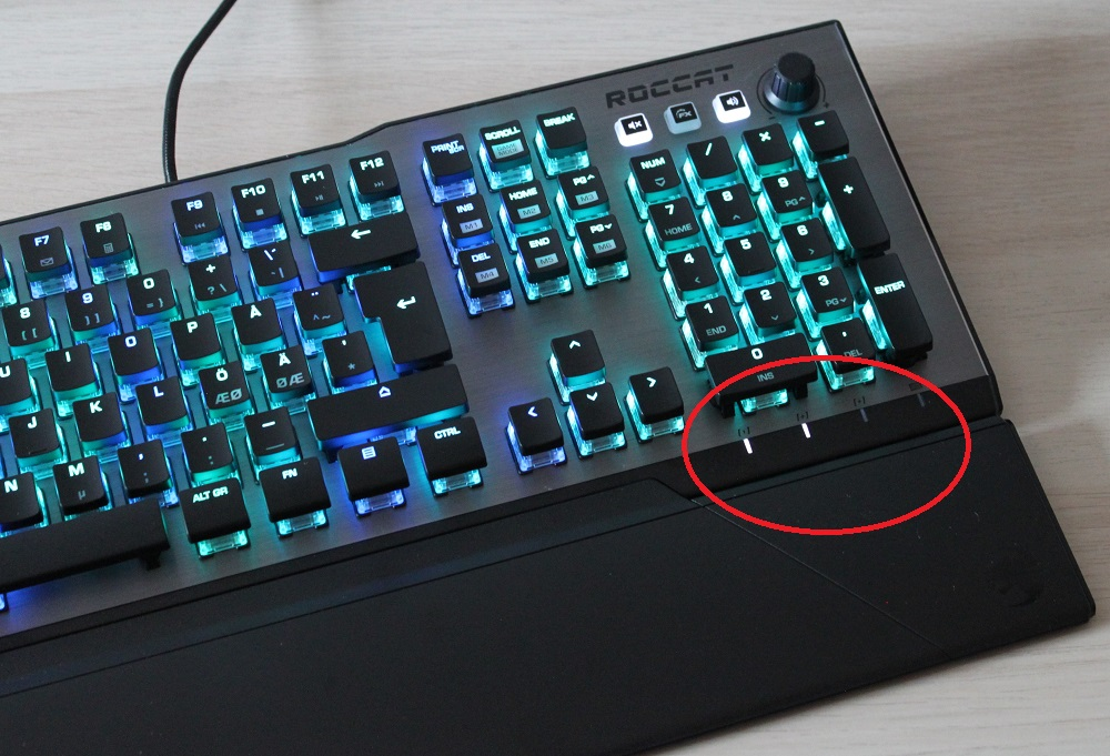 ROCCAT Vulcan 120 AIMO Caps, Num and Scroll lock indicator lights