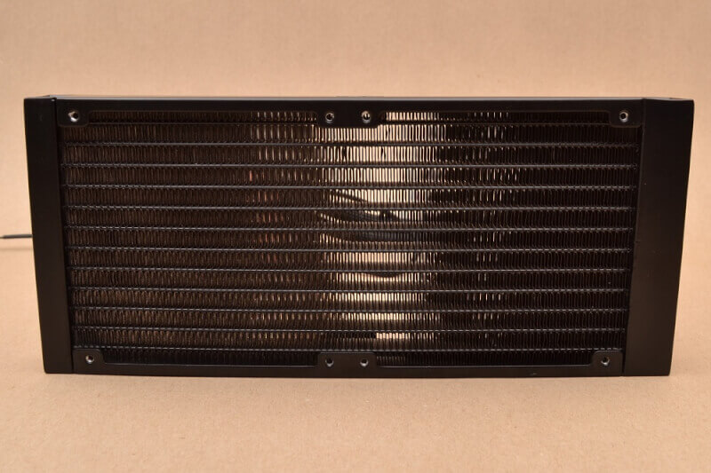 Cooler_Master_ML240P_Mirage-radiator_front.JPG.jpg
